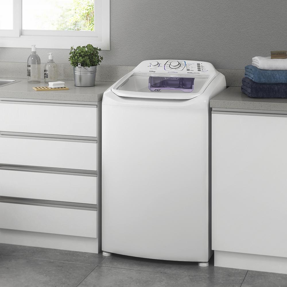 e52127f500 Já pensou em uma máquina com tamanho compacto mas grande funcionalidade  para o seu dia a dia  A Lavadora de Roupas Electrolux Compacta é a opção  perfeita ...